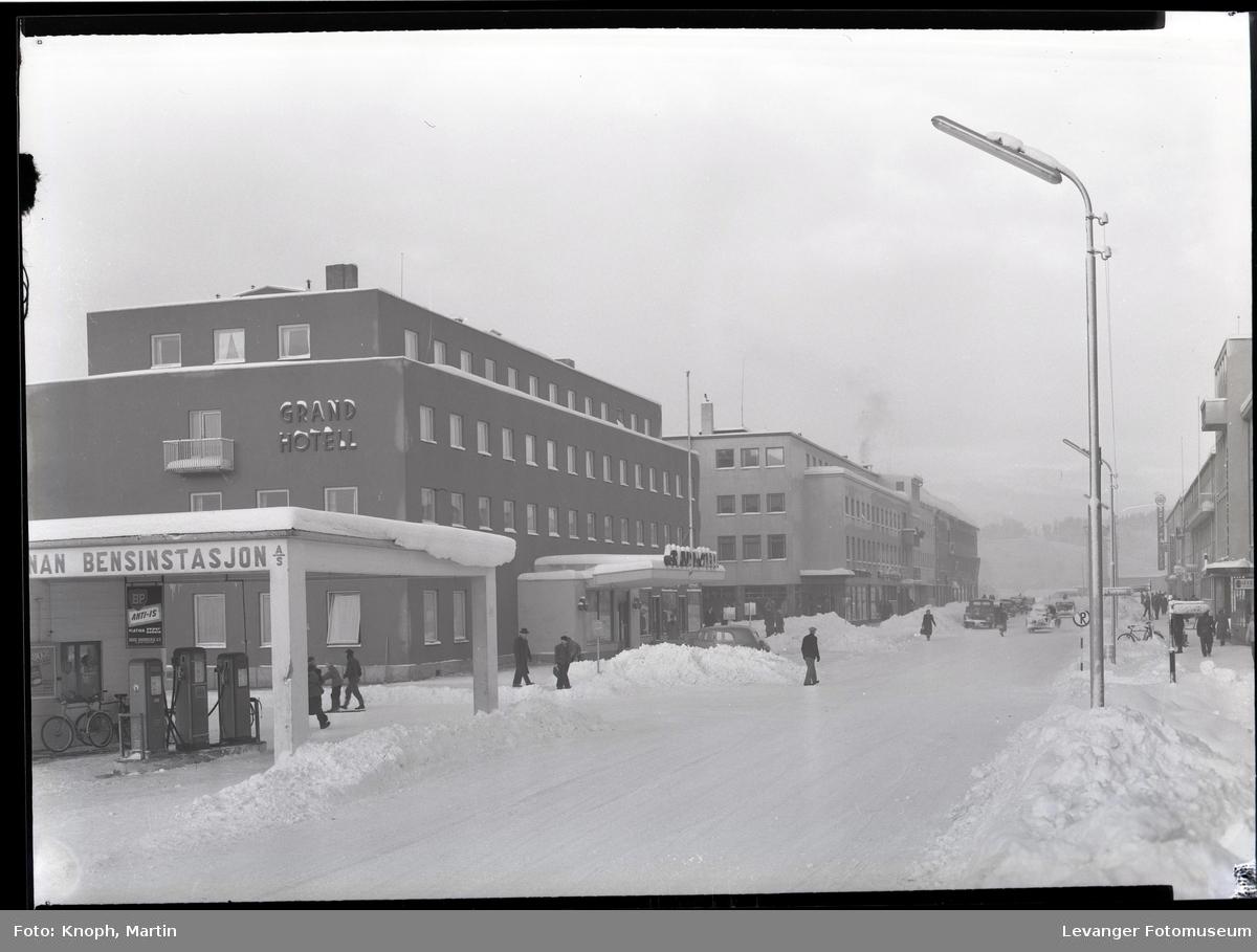 Grand Hotell og Kongensgt.  en vinterdag  II