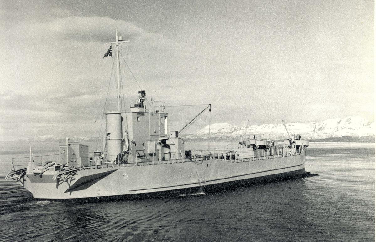 Motiv: M/L KNM REINØYSUND_Styrbord låring.
