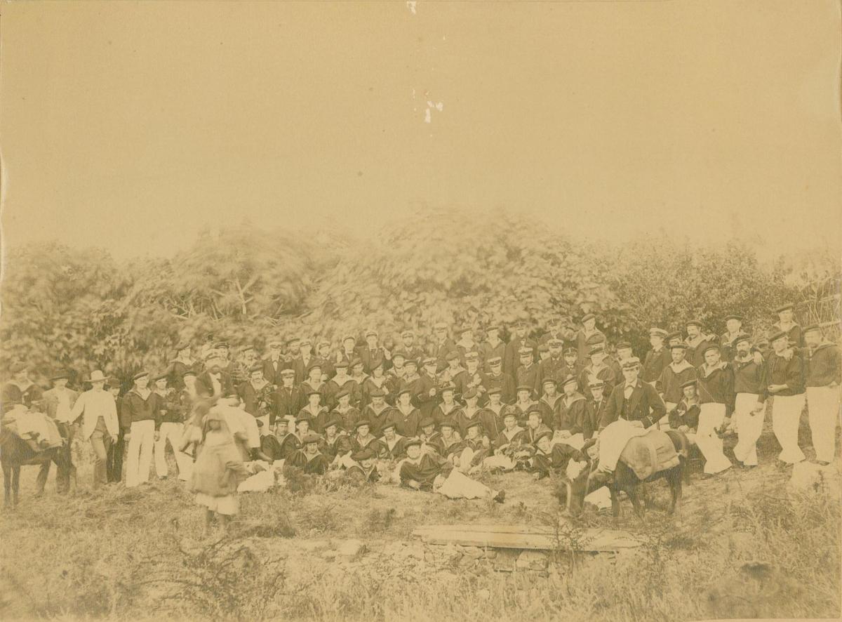 """Foto fra """"Nornens"""" utflukt i Tanger 25/6 sankthans 1888."""