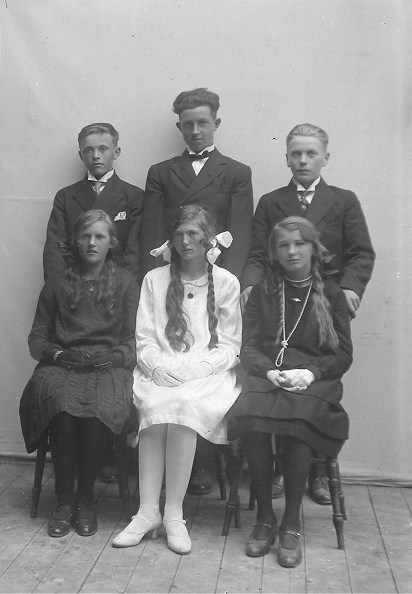 Portrett. Bak fra v.: Jørgen Pareli Martin Pedersen, Lekanger, Harald Olaussen, Sørarnøy og Ovid ...