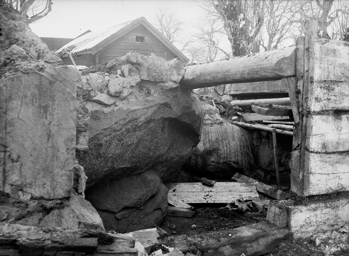 Helgdagsstuga - nu på friluftsmuseet Disagården - under nedmontering i Gränby, Björklinge socken, Uppland