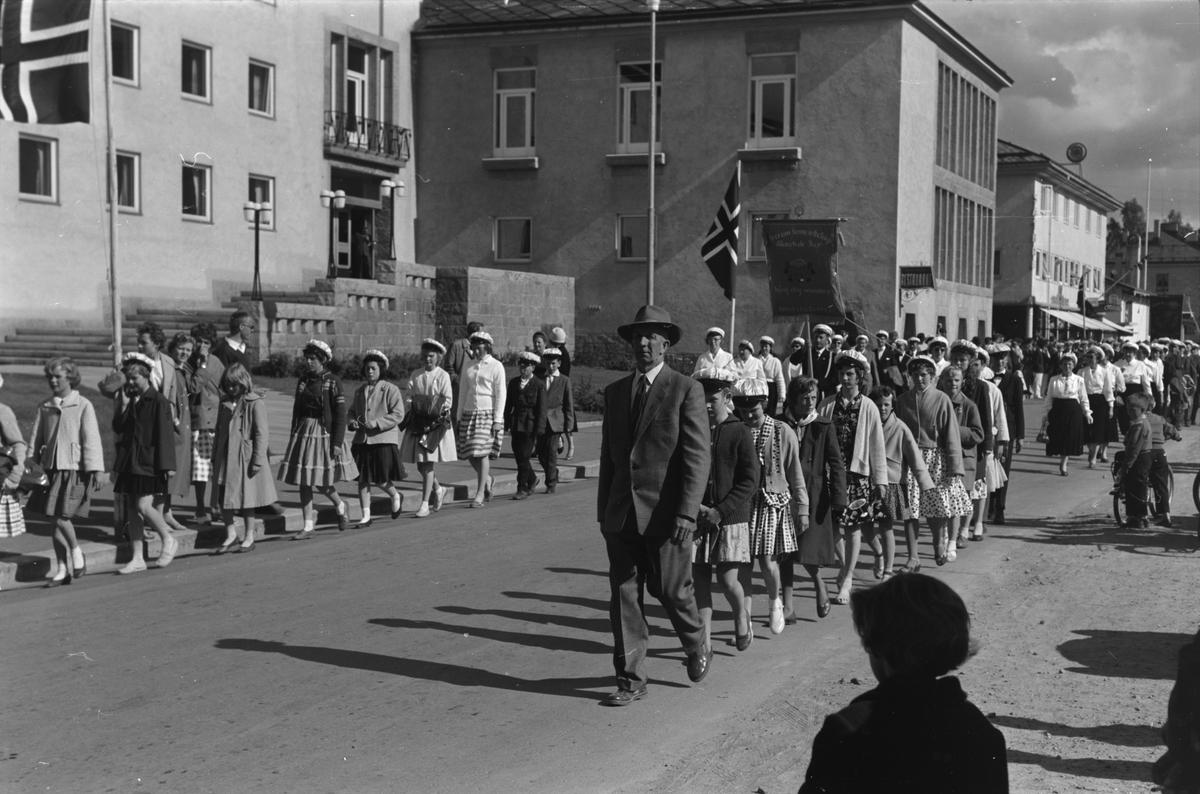 Sangens og musikkens dag 1959. Leiret, Elverum. Opptog.
