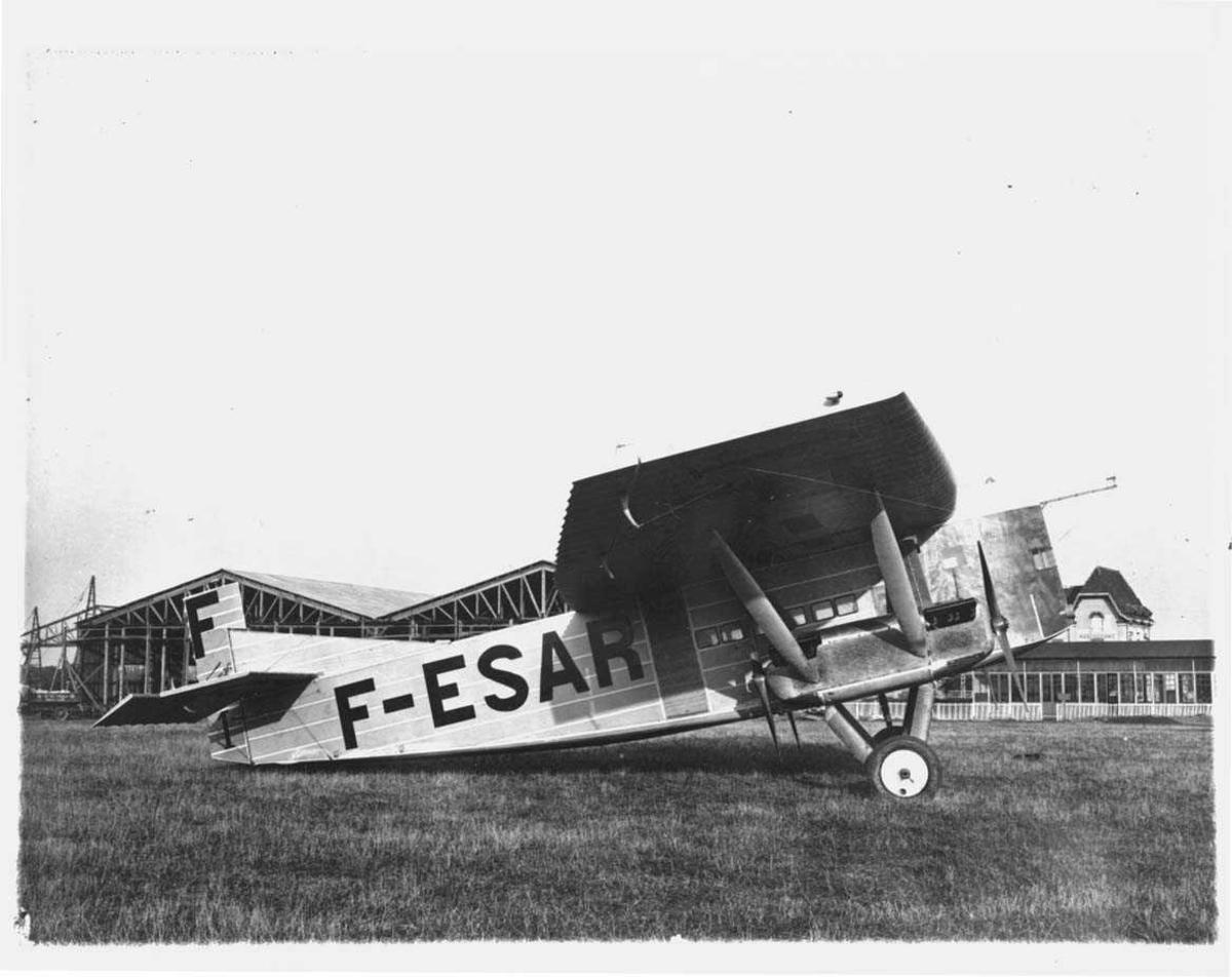 Ett fly på bakken, Farman F.121 Jabiru. Merket F-ESAR.