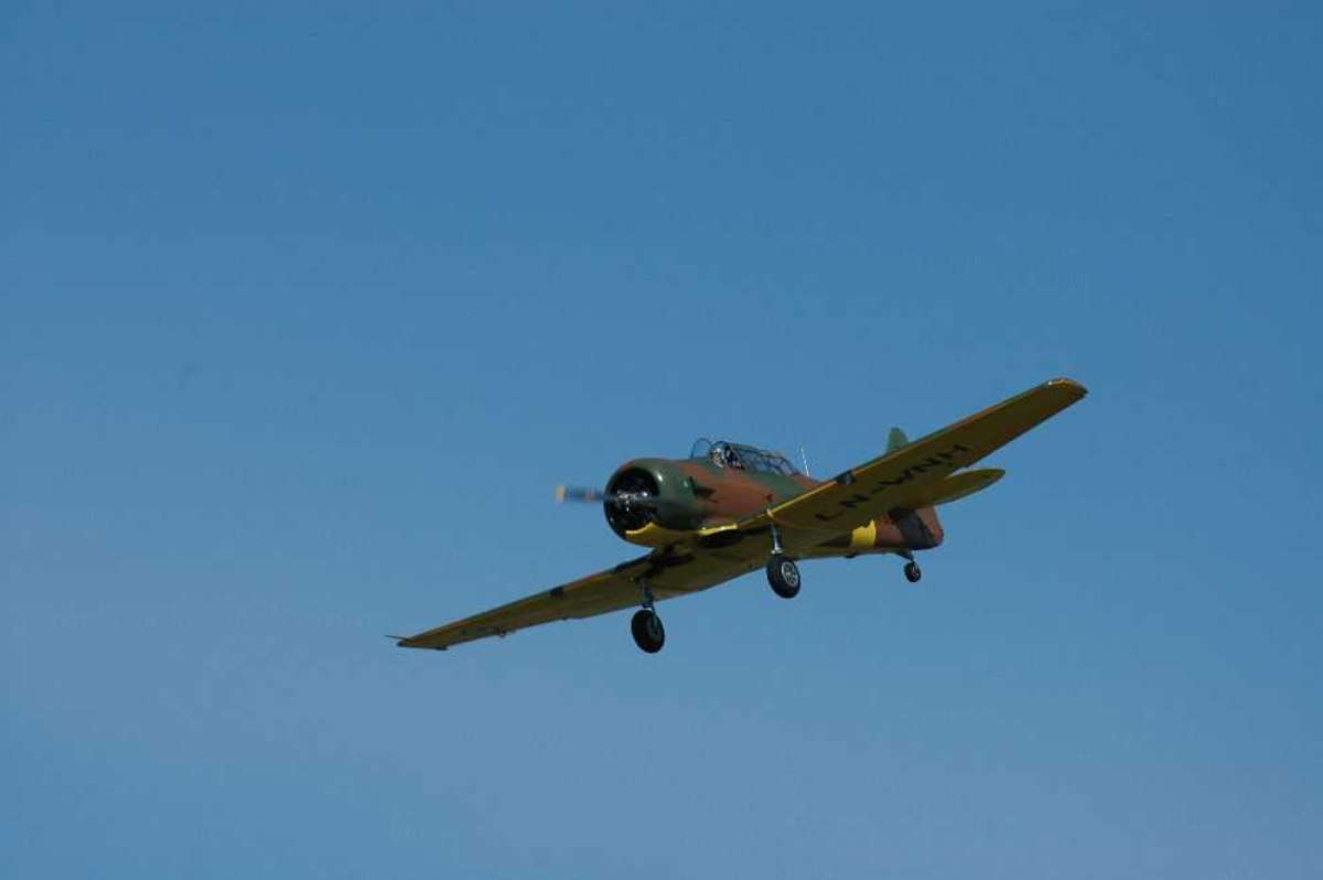 Ett fly i lufta. North American Harvard ll/llB