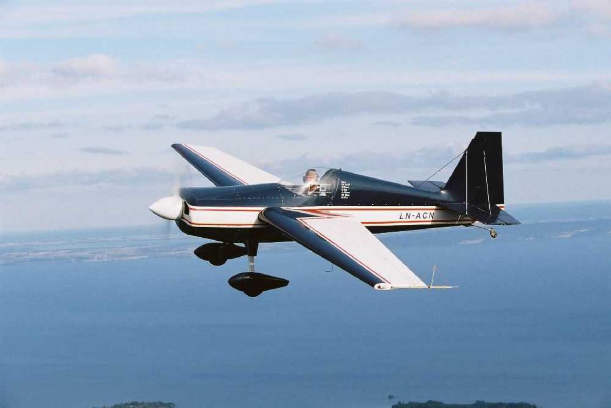 Ett fly i lufta. Extra Flugzeugbau EA-230 LN-ACN