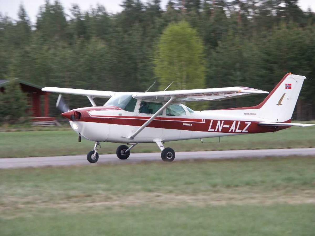 Ett fly på bakken, Reims F172P Skyhawk II, LN-ALZ