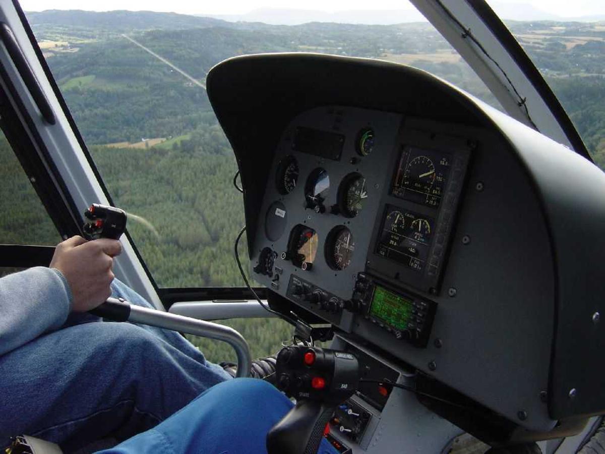 Tetaljfoto fra helikopter cockpit.