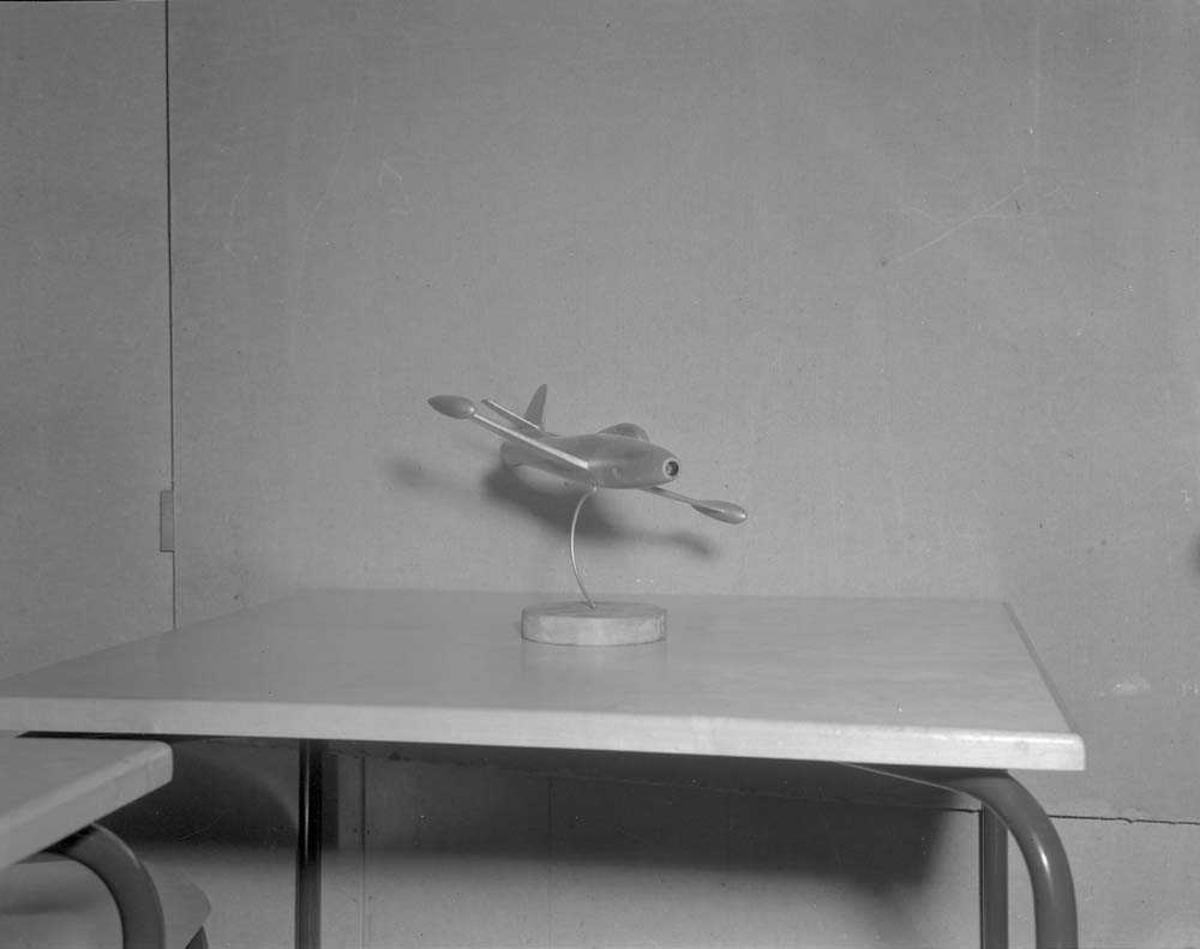 Modell av et militærfly et Thunderjet.