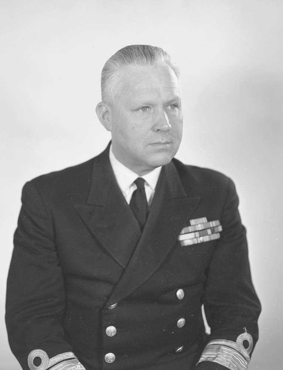 Portrett av Admiral Tore Holthe, Sjef for SKN.
