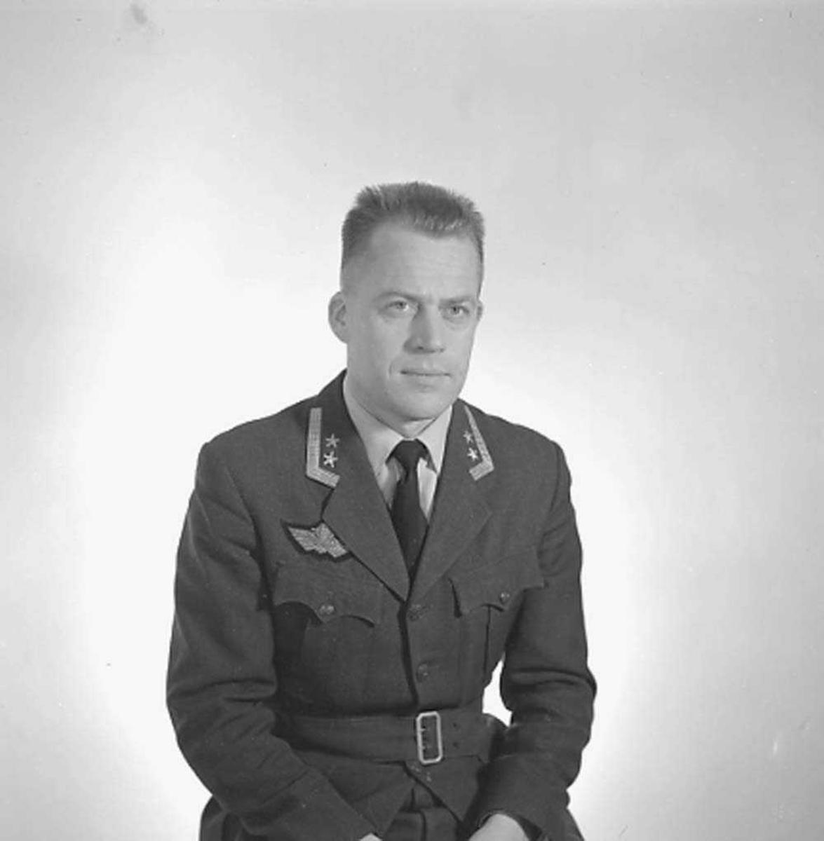 Portrett av Oberstløytnant Ingar T. Narvhus, Sjef Operasjonsgruppen, Bodø flystasjon.