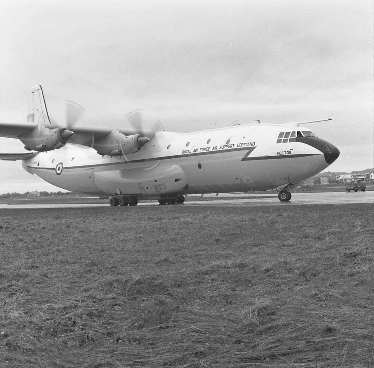 Engelsk skvadron besøker 331 skvadron på Bodø flystajon. Flytypen heter Short Befast.
