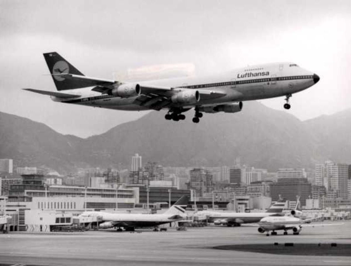Luftfoto. Ett fly i luften. Boeing 747 D-ABYQ.