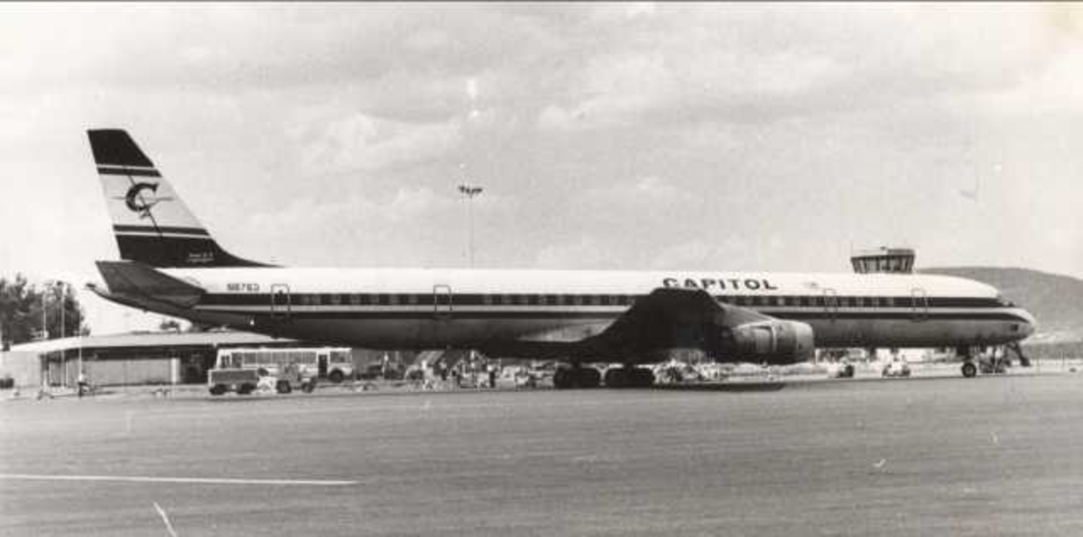 Ett fly på bakken. Douglas DC-8. N8763