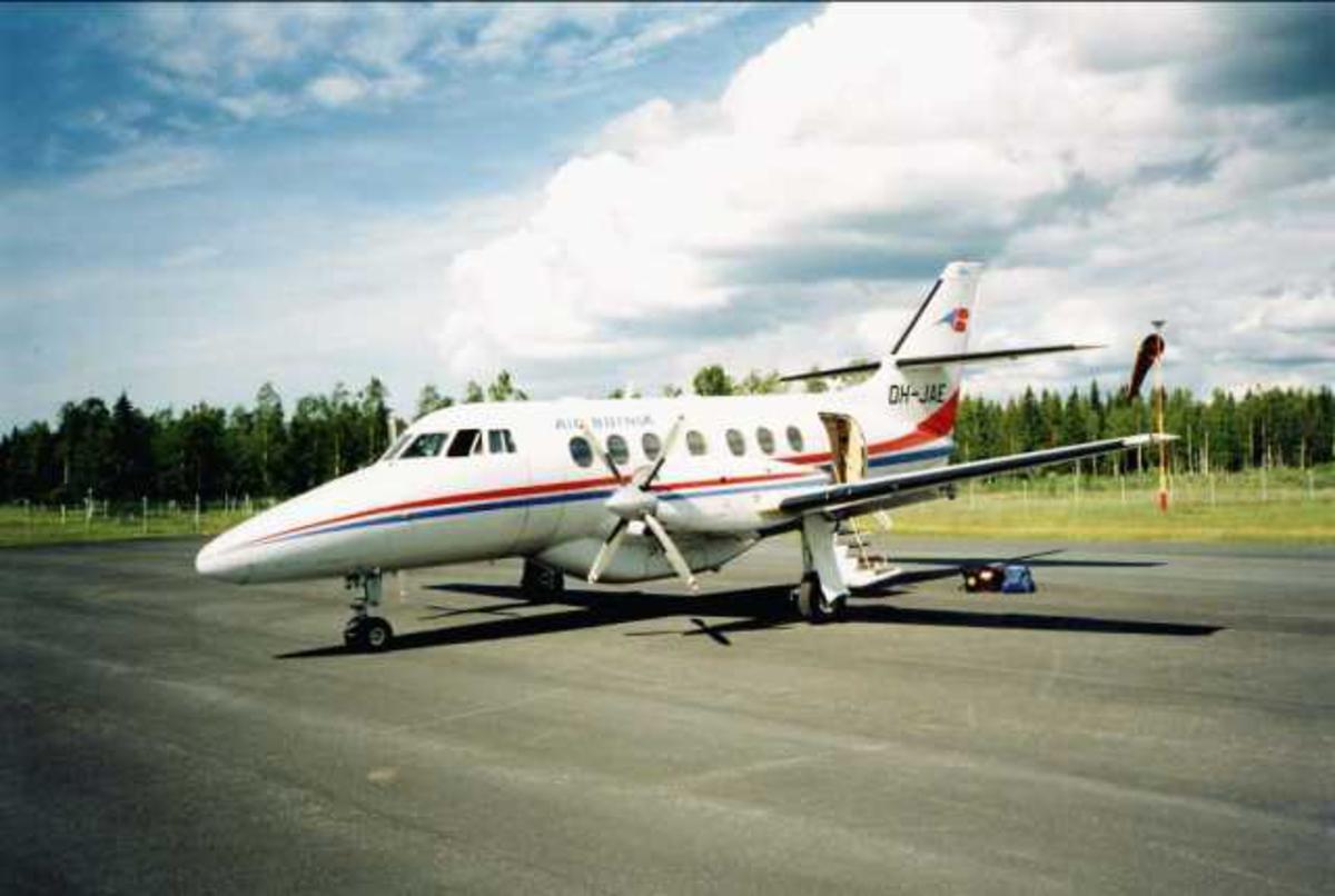 Ett fly på bakken. Jetstream 31. OH-JAB