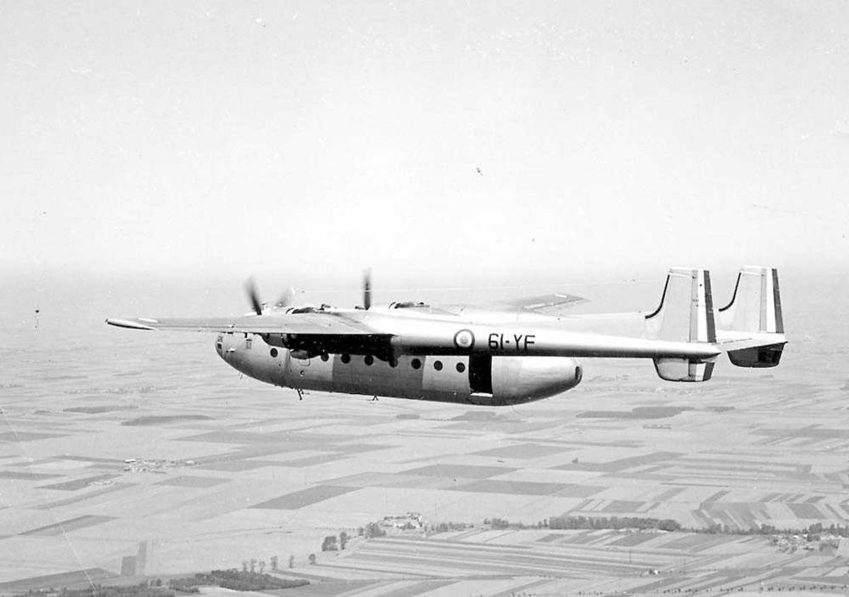 Luftfoto. Ett fly i luften, Nord 2501 Noratlas.