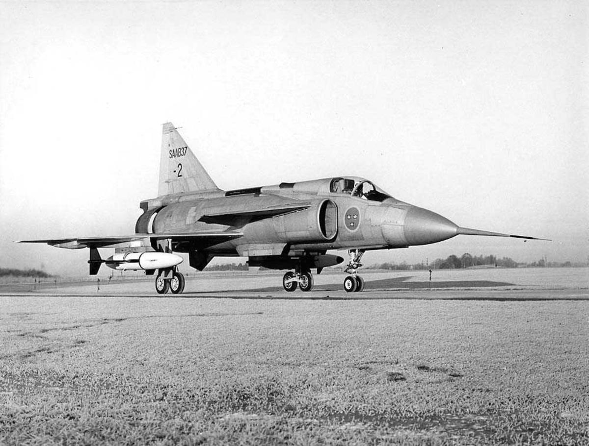 Ett fly på bakken, Saab J37 Viggen.