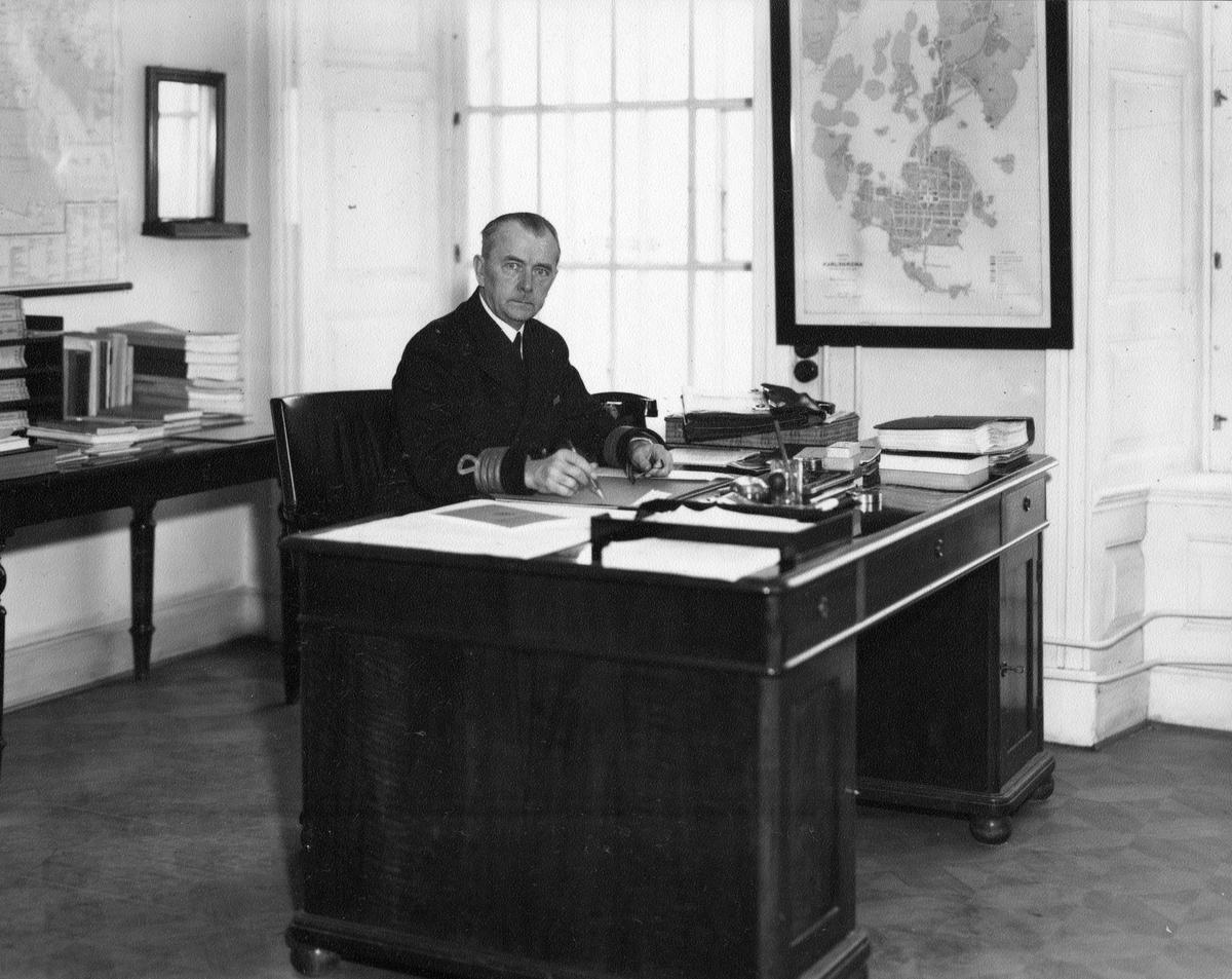 Övrigt: Chefen för ingenjörsdepartementet marindirektören av 1 a graden Gustav Holmberg