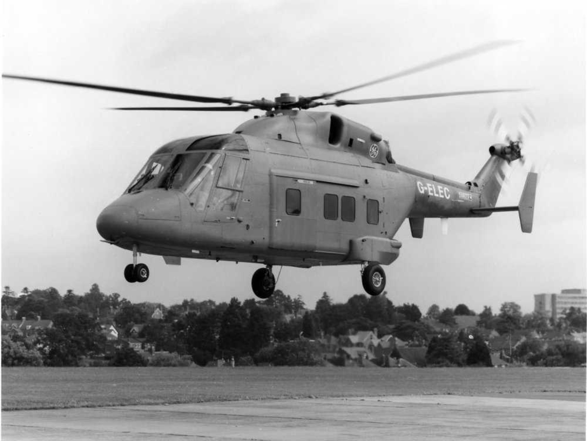 Ett helikopter i luften, Westland 30-200, G-ELEC