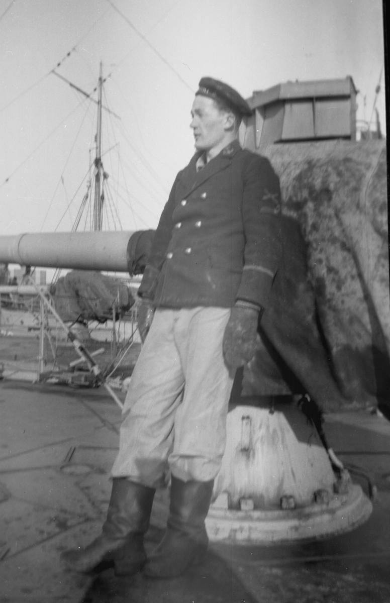 Övrigt: Skeppsgosse på däck