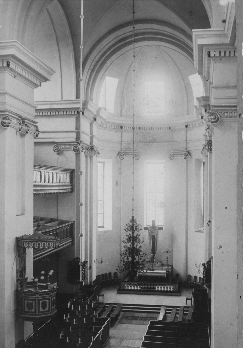 Övrigt: Trefaldighetskyrkan med koret