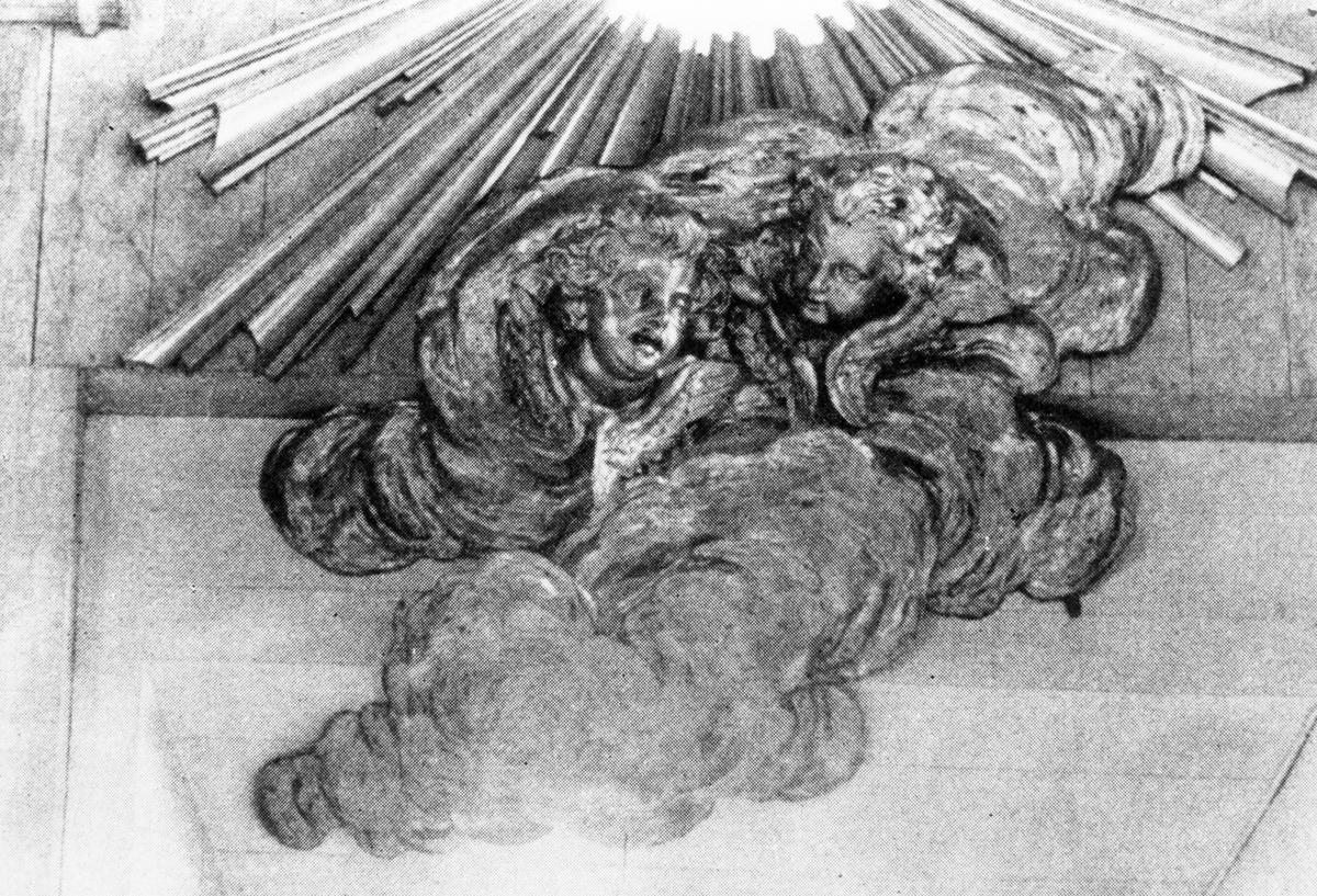 Överstycke till altar uppsatsen av J. Törnström 1814 i Trefaldighetskyrkan.
