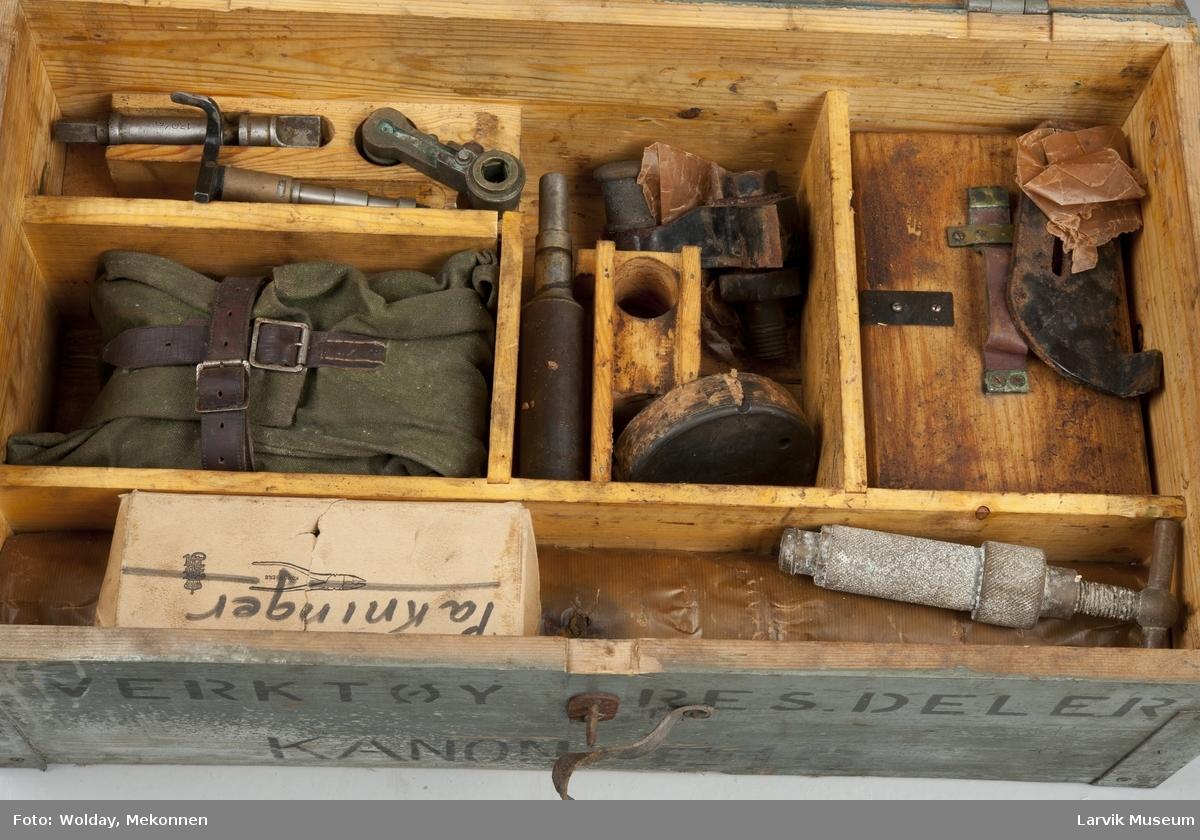 verktøykiste tilhørende kanon lsj 02244-A.