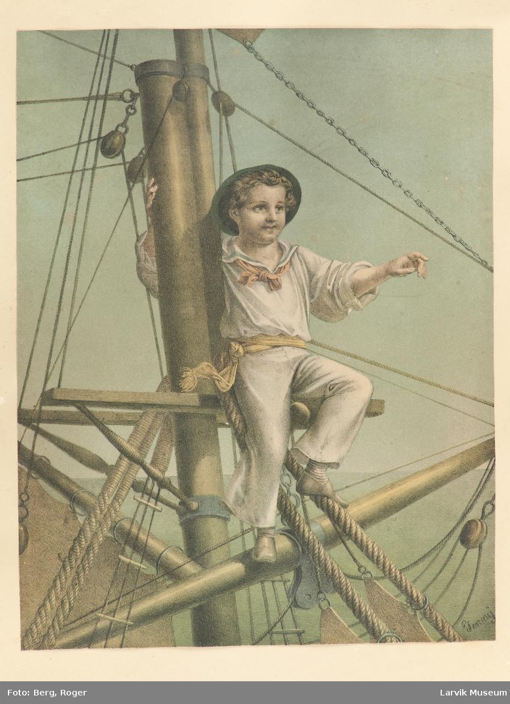 Ung gutt i matrosdrakt sittende i merset på et seilskip.