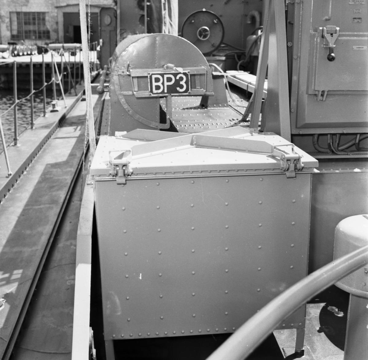 Fartyg: T108                            Rederi: Kungliga Flottan, Marinen Byggår: 1956 Varv: Lürssen Övrigt: Detaljer av inredning