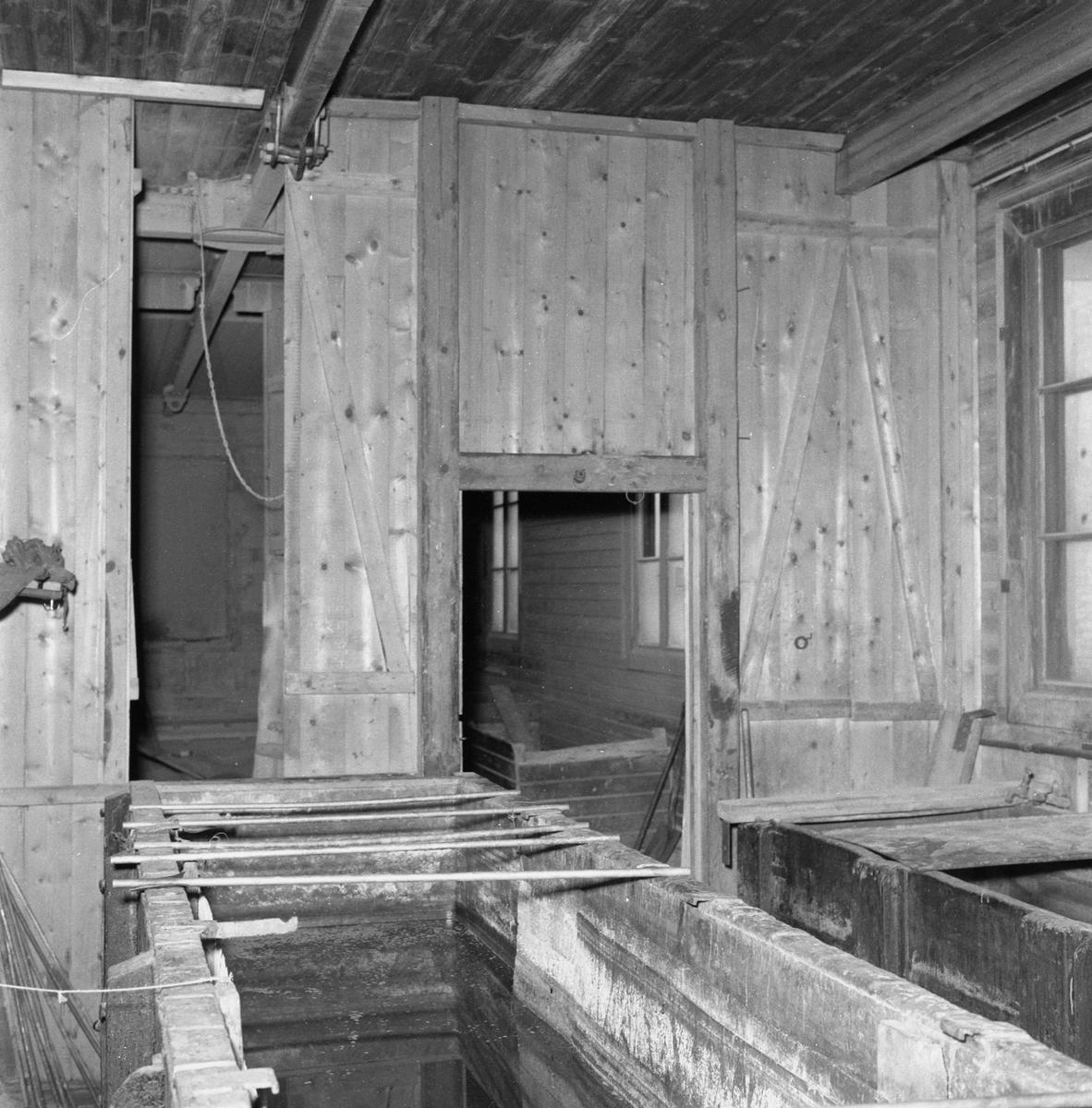 Övrigt: Fotodatum:28/8 1958 Byggnader och Kranar. Skjulet för sandblästring och el.galv ext o int före rivningen