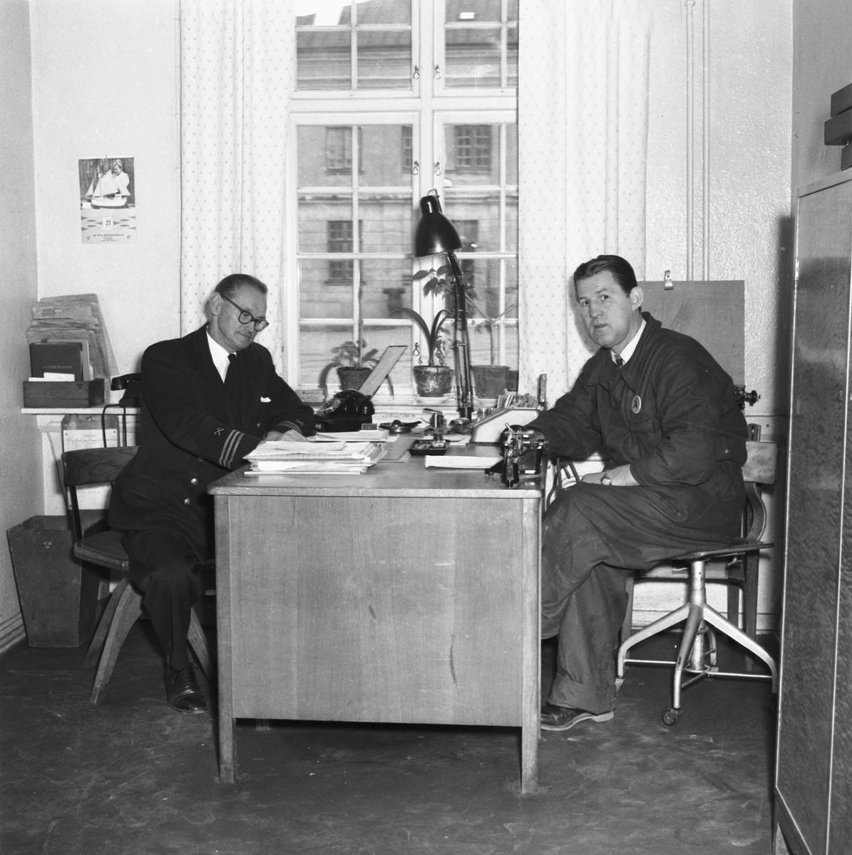 Varv: Örlogsvarvet, Karlskrona Övrigt: personal och kontorsinteriörer.