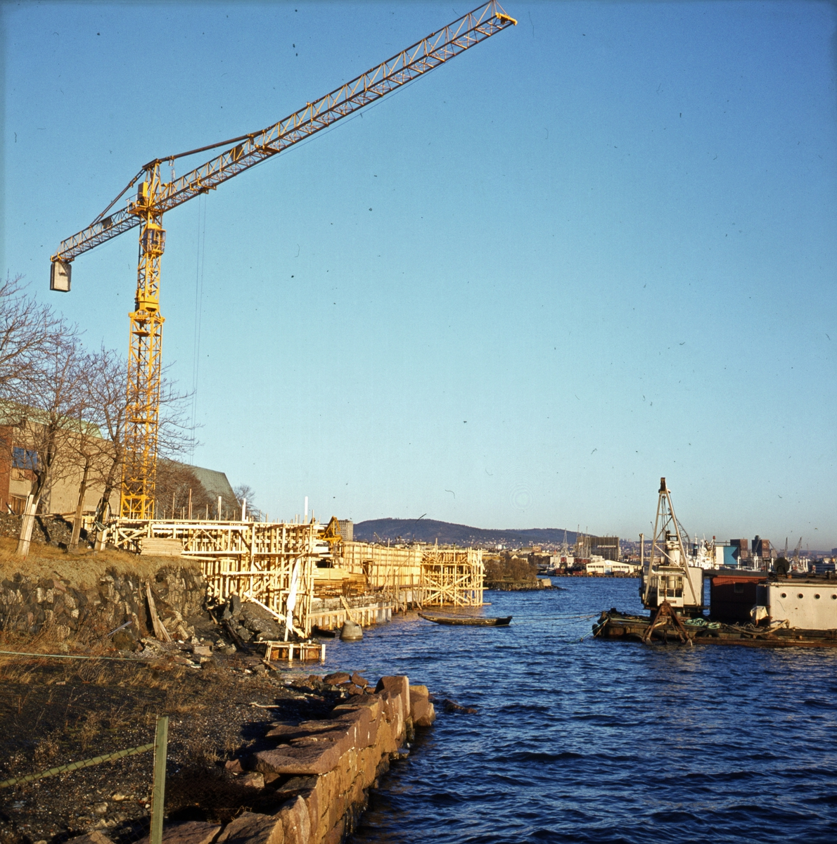 Byggeplassen sett fra sjøsiden. - Norsk Sjøfartsmuseum byggetrinn 3.