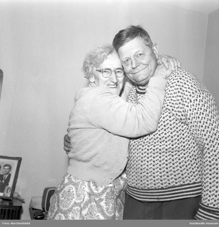 Nyförlovade paret Helga Thärnlund och Olle Sjöberg på pensionärshemmet Holmgården.