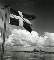 Kryssaren Göta Lejon i skärgården i juni 1952.