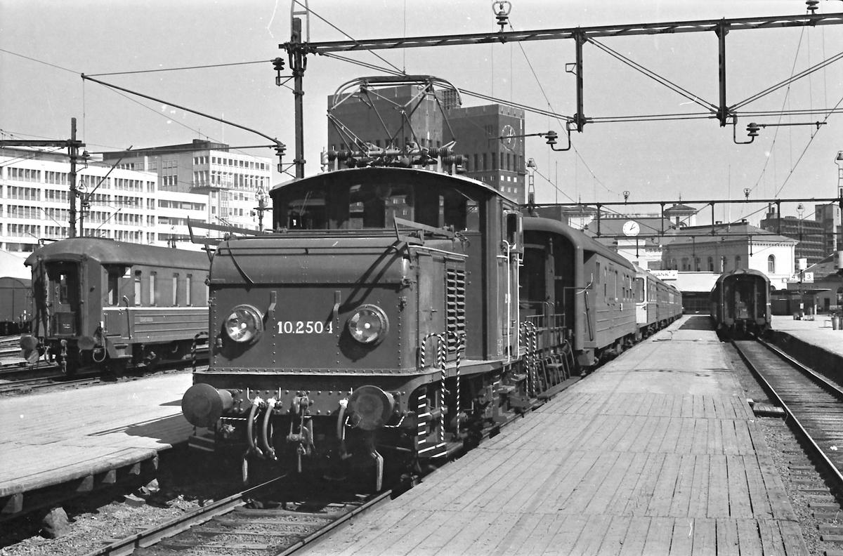 NSB Elektrisk skiftelokomotiv El 10 2504 på Vestbanen.