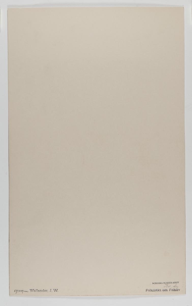 Akvarellerad handteckning av J W Wallander. Kvinnodräkt från Orsa, Dalarna 1850. Nordiska museeets inventarienummer 57339m