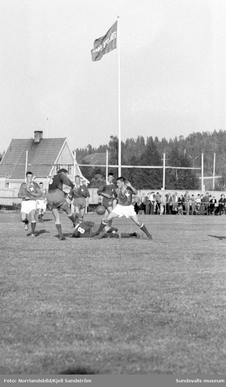 Fotboll, Fagervik-Östersund 1-1. Matchen filmas för tv.
