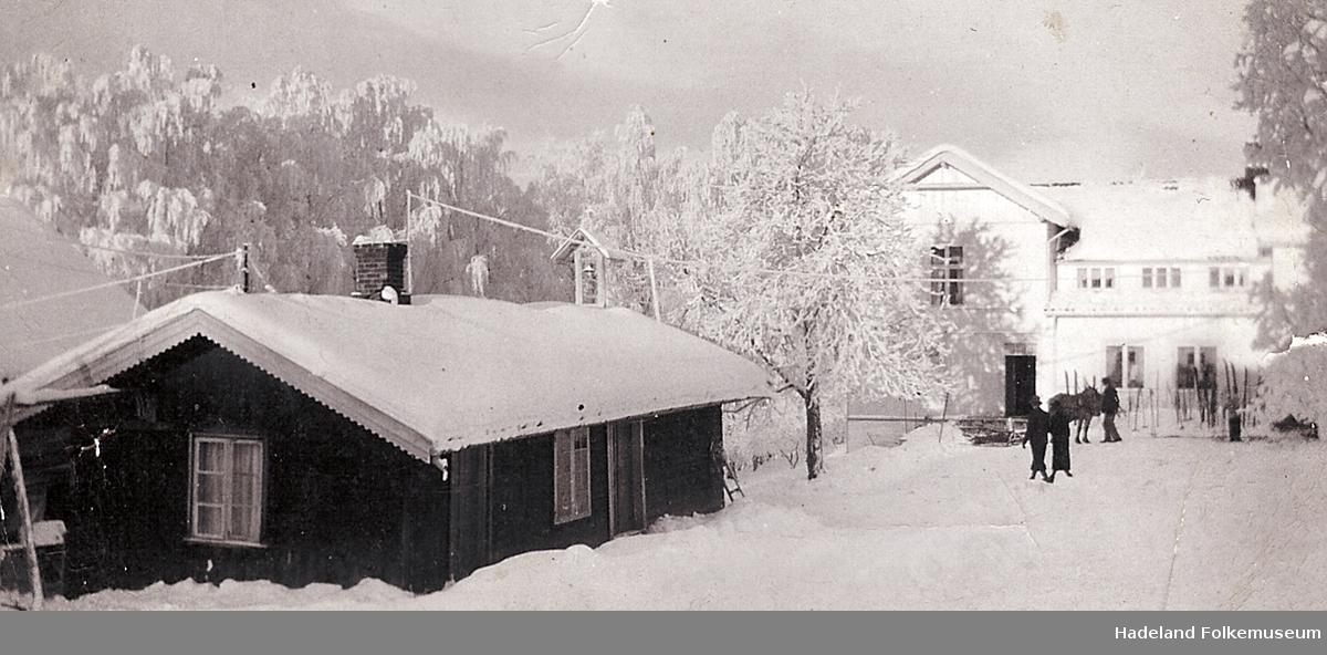Vinter ved Marka Pensjonat ca 1930. Peisestua i forgrunnen.