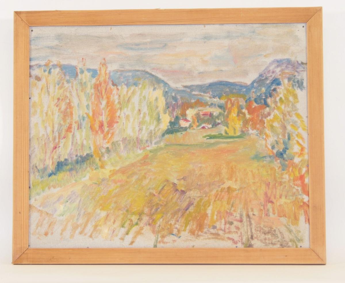 Motivet viser en landskapscene malt i korte strøk. En åker er sentral i motivet, flanket på hver side av løvtrær. Innerst i bakgrunnen kan man se fjell malt i en blålig tone, og foran disse er omrisset av to bygninger antydet.