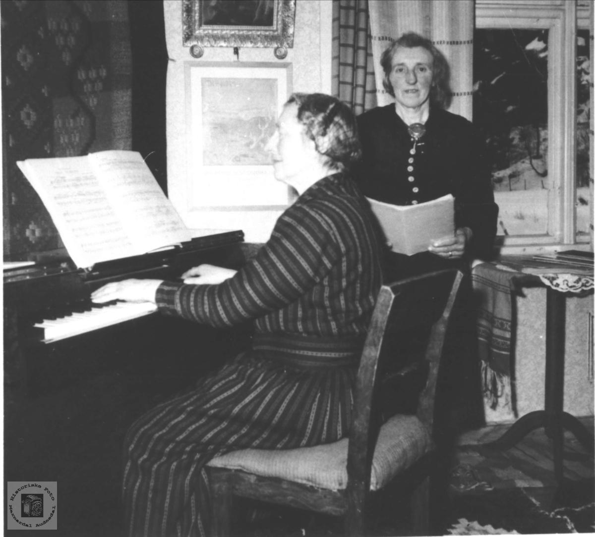 Huskonsert ved Ragna og Anna Kalvekleiv