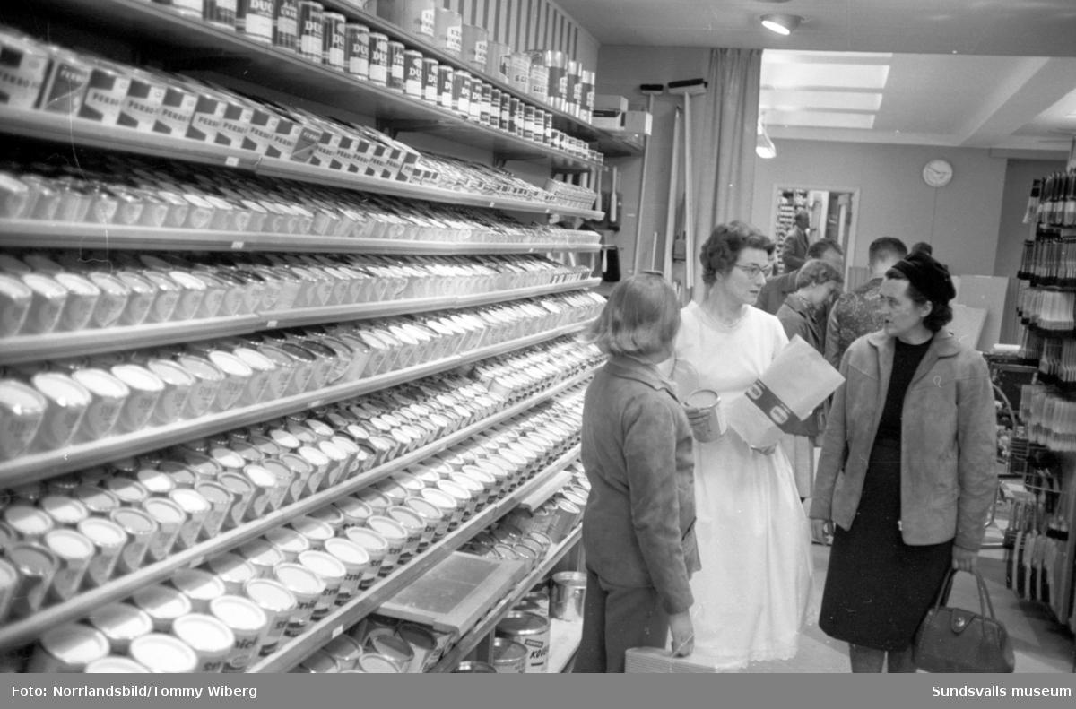 Strömbergs färg firar 100-årsjubileum. Bilder från butiken.