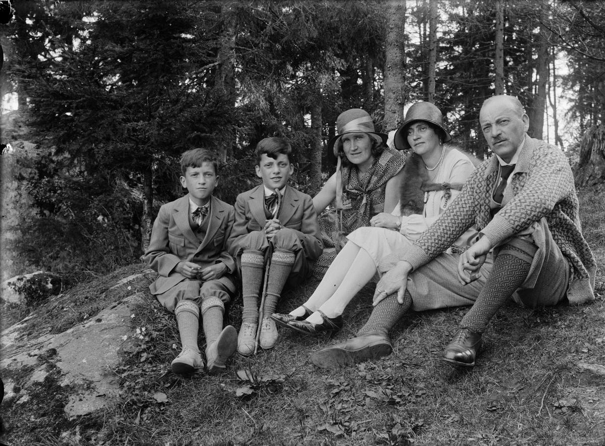 """""""Familjen Bergman i skogen"""", Uppland"""