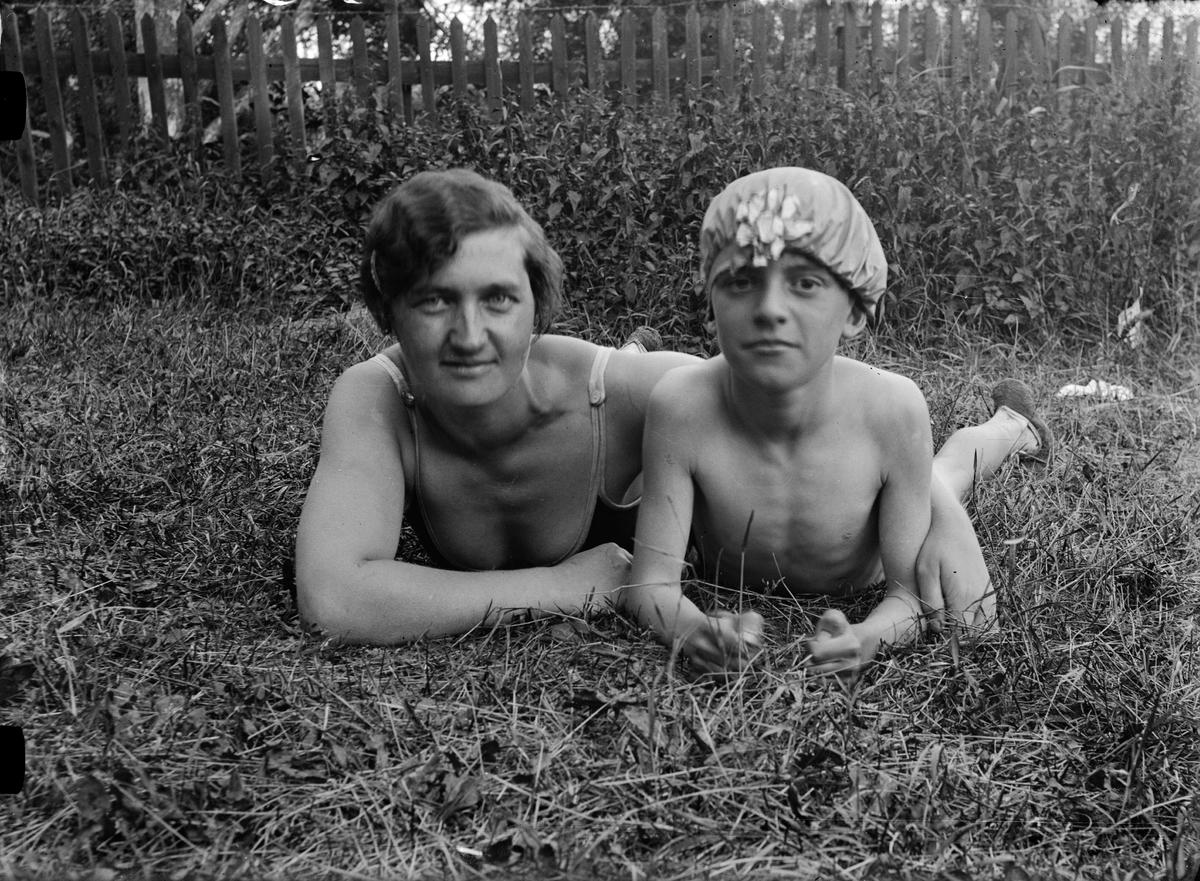 """Familjen Bergman vid badplats"", Uppland"