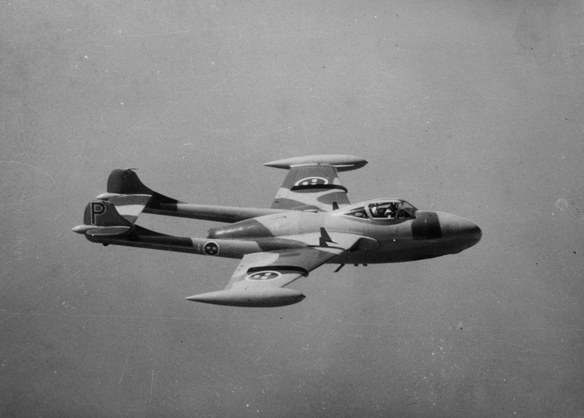 Flygplan J 33 tillhörande F 1 Hässlö i luften.