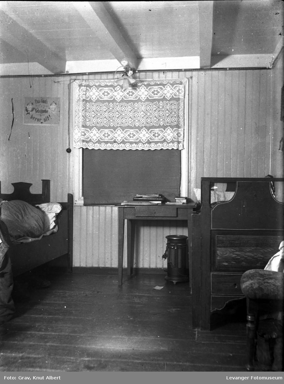 Studenthybel med senger og ovn