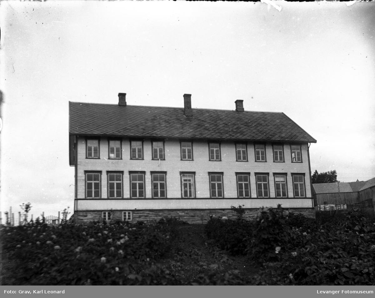 Baksida av gamle Hegle Skole