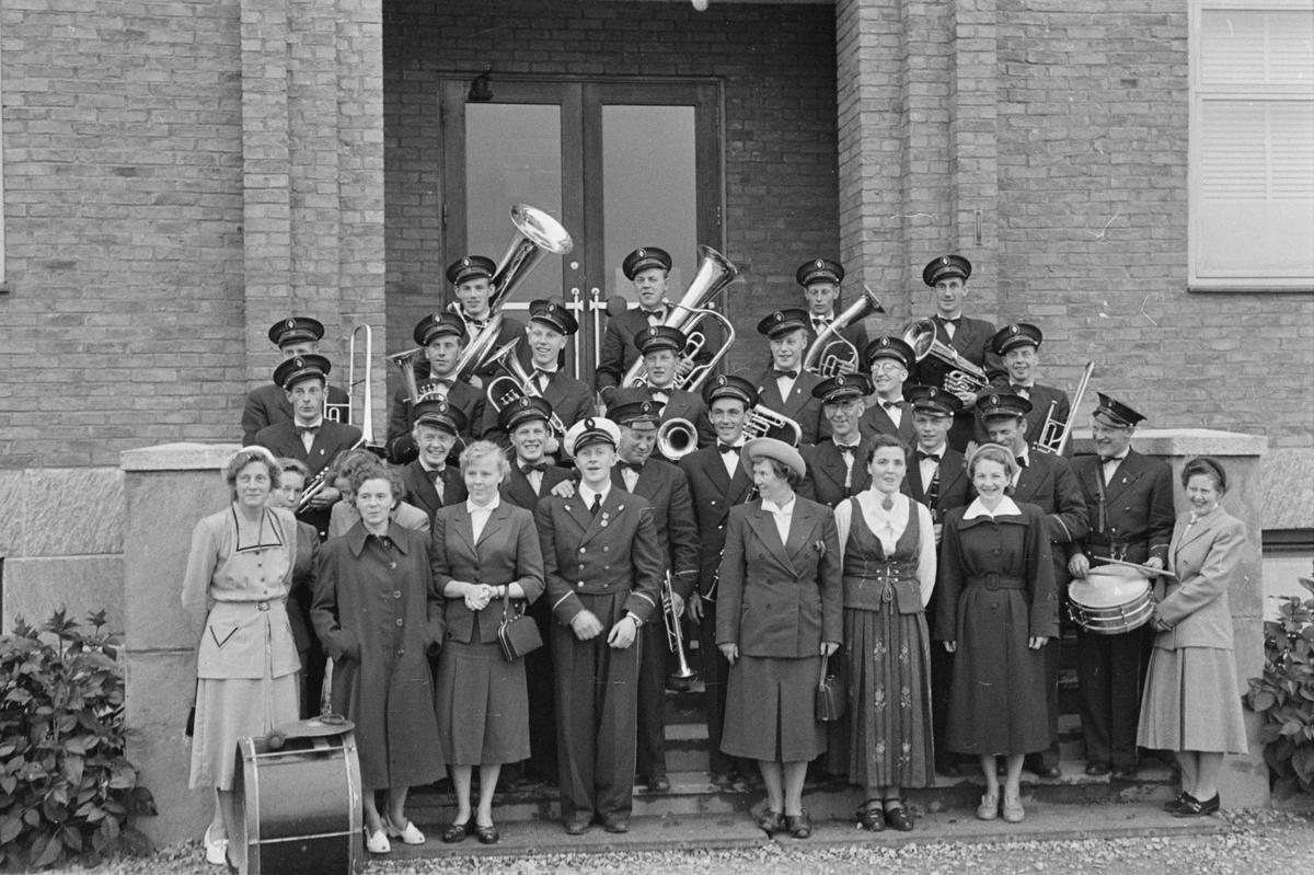 Sangens og musikkens dag 1954. Opptog ved nye Folkvang. Elverum.