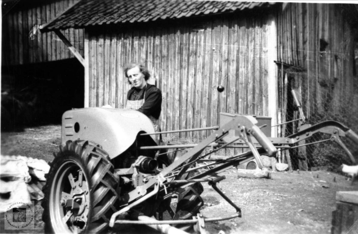 Tohjulstraktor i Kalvekleiv