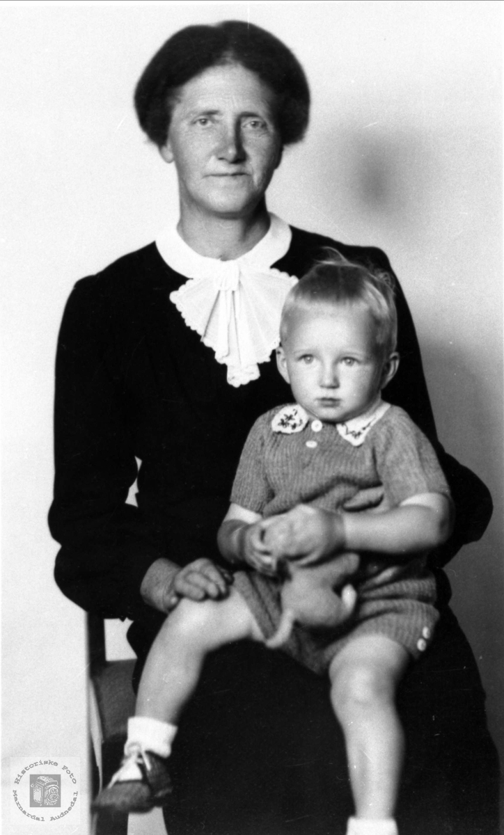 Bestemor med barnebarn