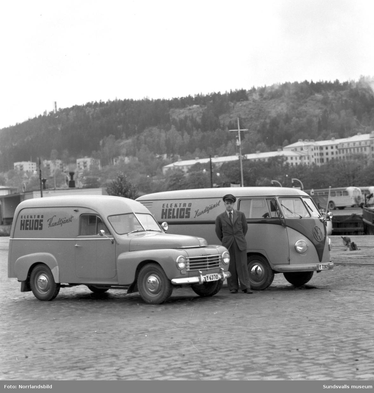 Elektro Helios servicebilar, en Volvo Duett och en Volkswagen-buss.