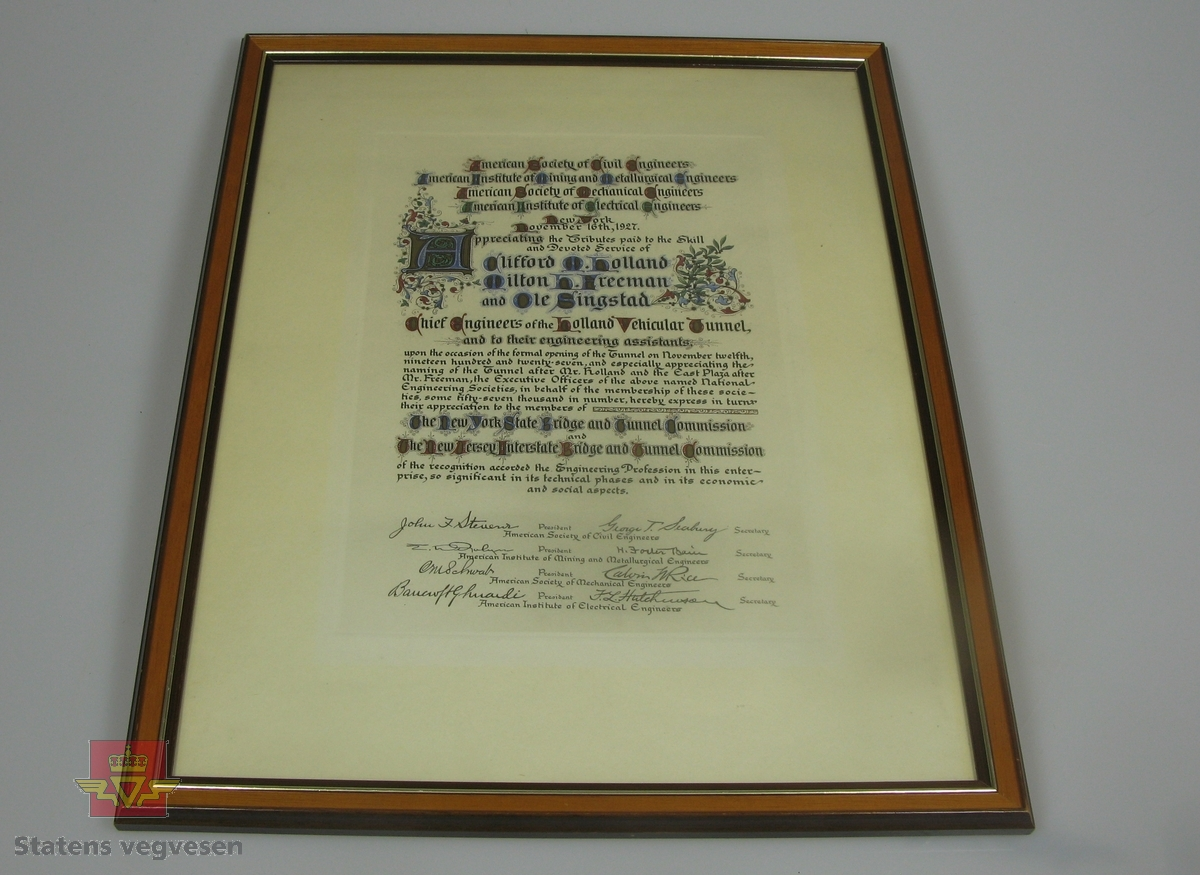 Innrammet diplom til Ole Singstad fra flere organisasjoner i New York.